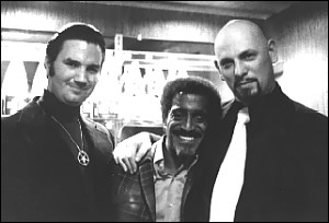 Michael Aquino junto a Levay y Sammy Davis Jr